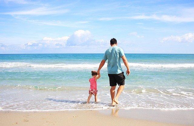 Wakacje z dzieckiem na plaży - o czym warto pamiętać?
